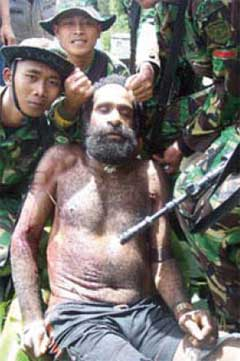 Indonesian soldiers murder Yustinus Murib then pose with his body